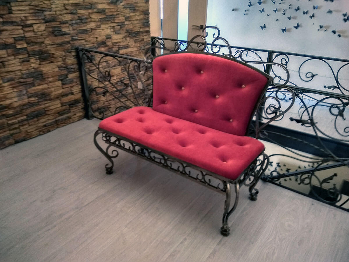 Кованая мебель Красный кованый диван Арт. М-010 Norkovka