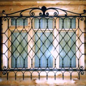 Кованые оконные решетки Темная кованая решетка на окно Арт. Р-014 Norkovka